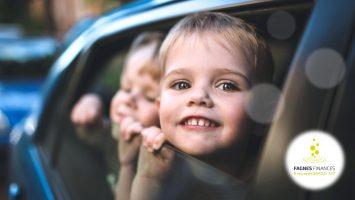 enfant-assure-en-voiture